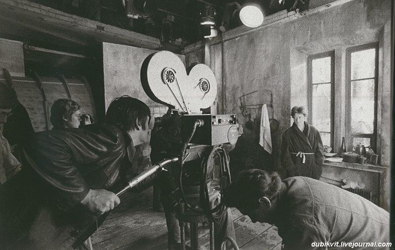 Алиса Фрейндлих и Андрей Тарковский на съемках «Сталкера», 1979 год.jpg