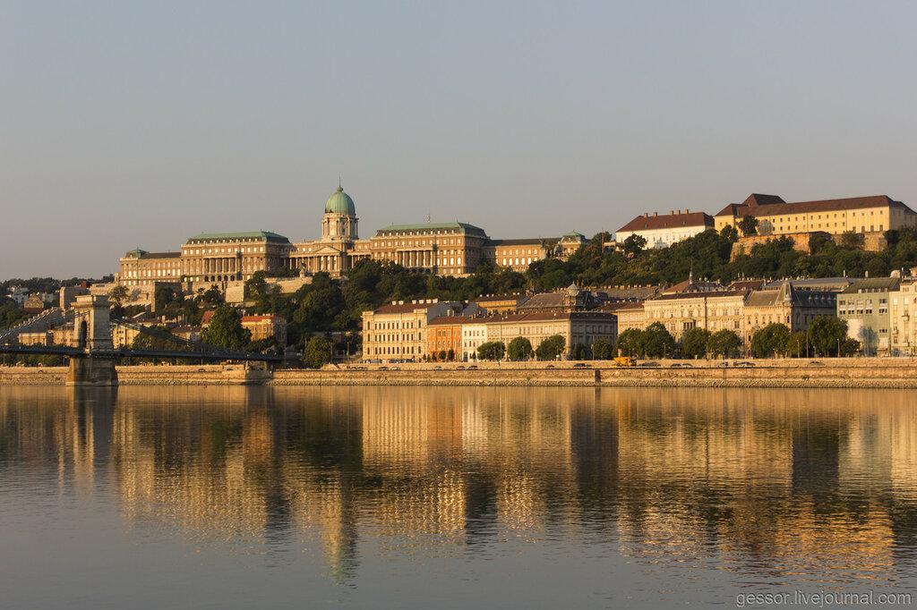 Пустой ночной Будапешт и опыт ночевки на лавке.