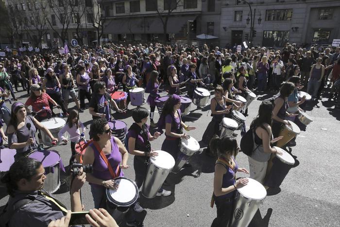 Фото, как в Испании, Индии, Ватикане и других странах праздновали 8 марта