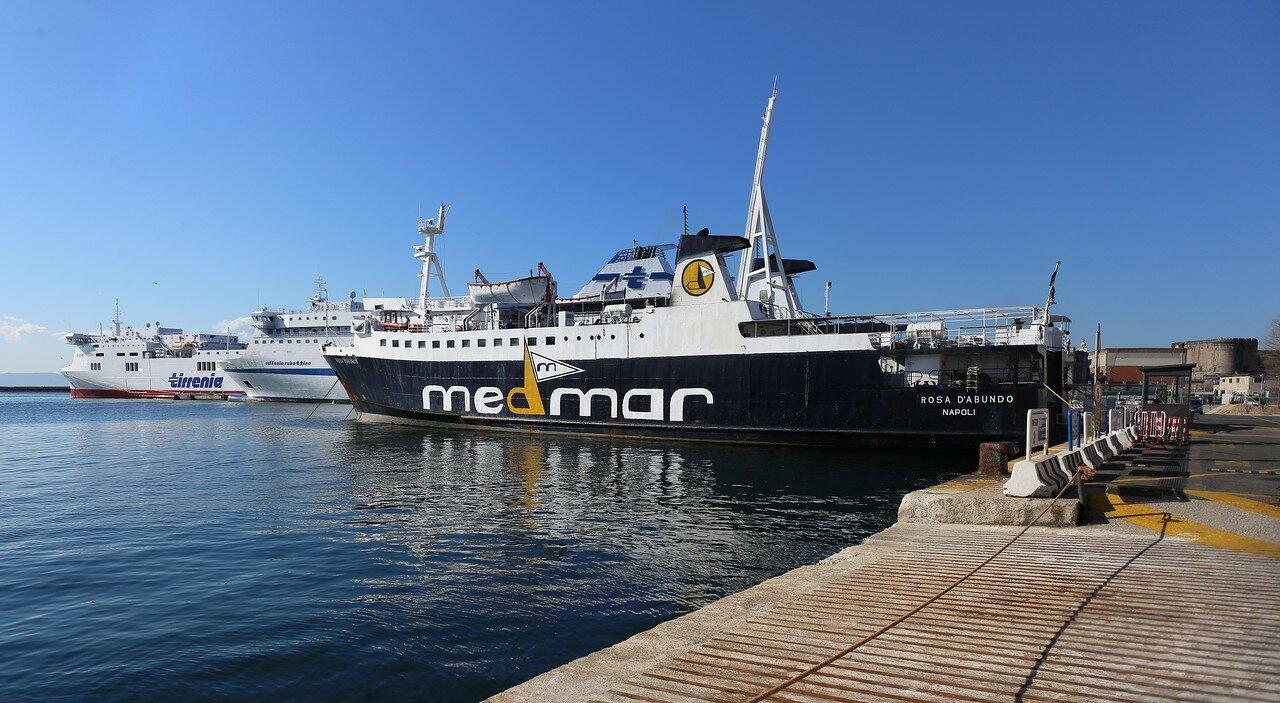 Неаполь. Порта ди Маса (Calata Porta di Massa), паромный порт, паром Rosa D'Abundo