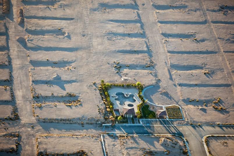 19. Общественный бассейн без общественности, Лас-Вегас, Невада, США, 2009 г. (Alex MacLean / Beetles