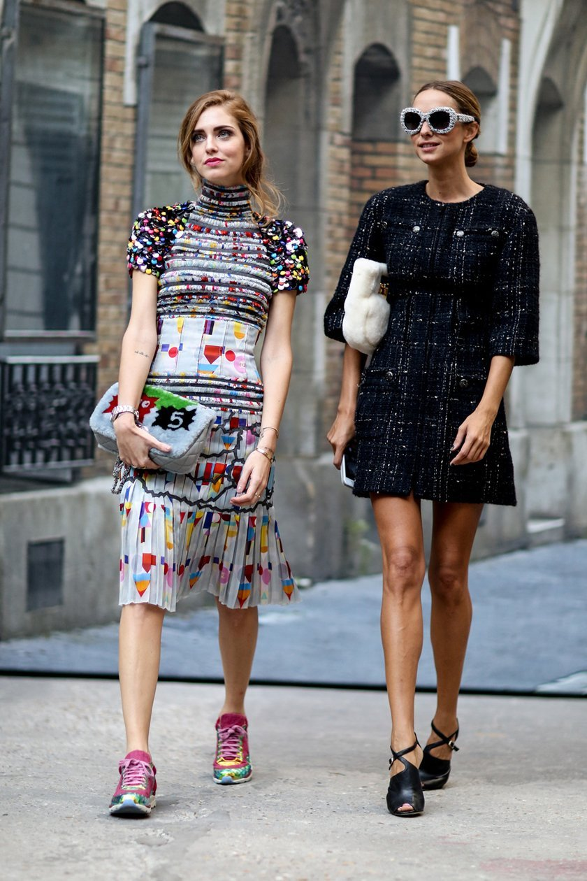 платье шанель  с принтом, уличная мода Парижа 2015