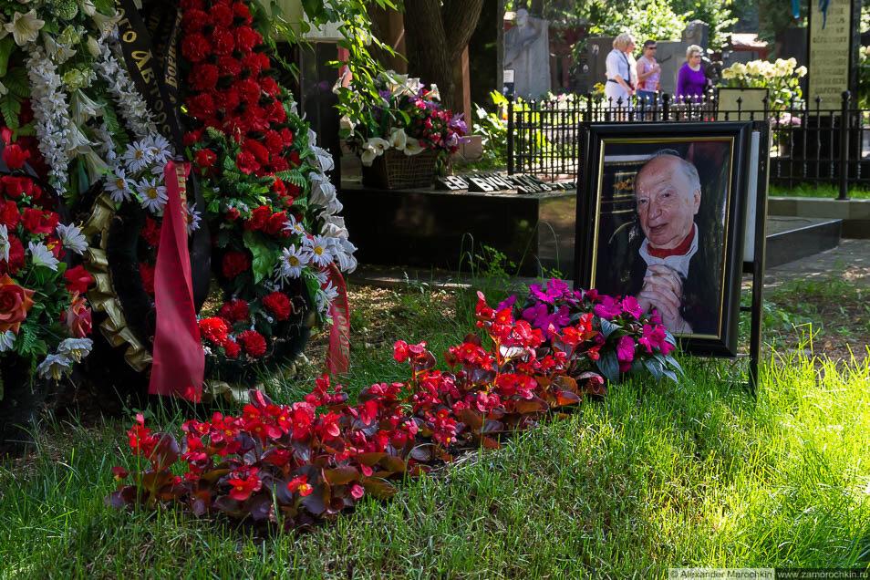 Могила Оскара Фельцмана на Новодевичьем кладбище