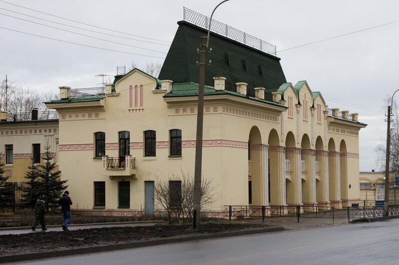 здание правления Александровского завода