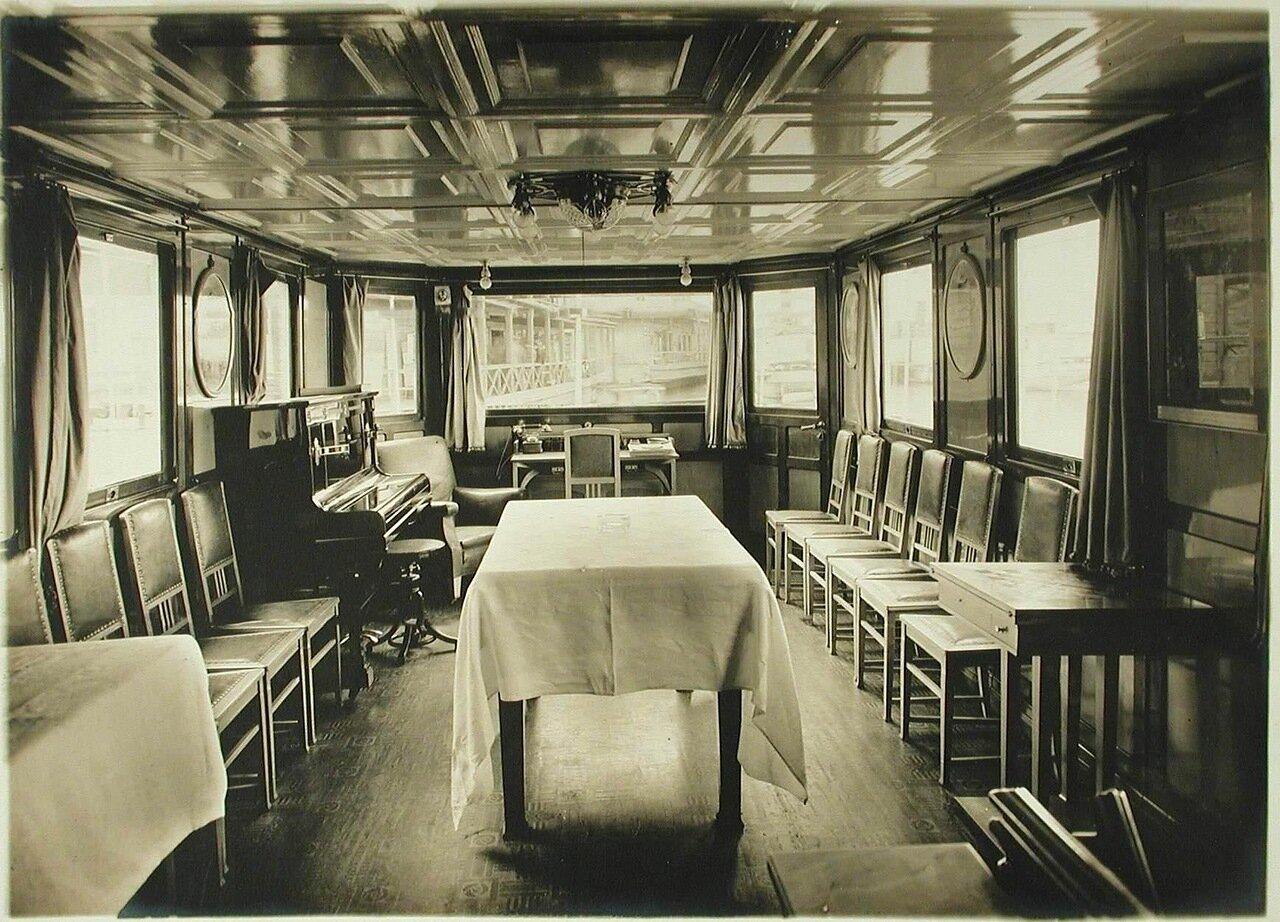 12. Вид части столовой парохода «Головачев»