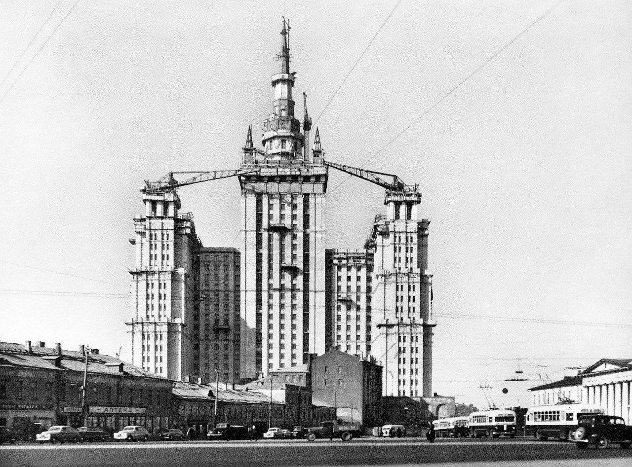 1953-1954. Строительство высотки на пл.Восстания