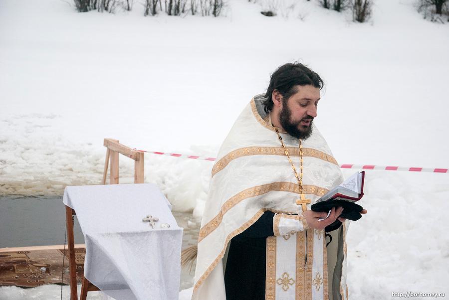 освящают пруд в Балыково