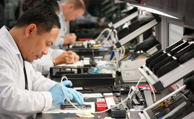 6. Производители уверены, что конвейер не может обеспечить необходимого качества сборки и поэтому да