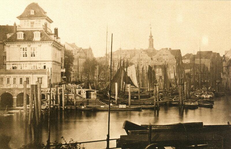 Das Bauhaus von 1855 vom Westende des Kehrwieder aus