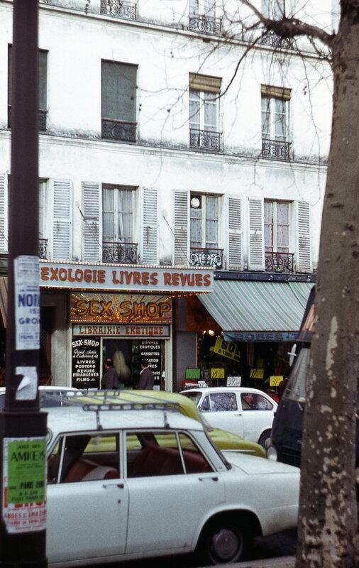 Секс-шоп на Пляс Пигаль.jpg