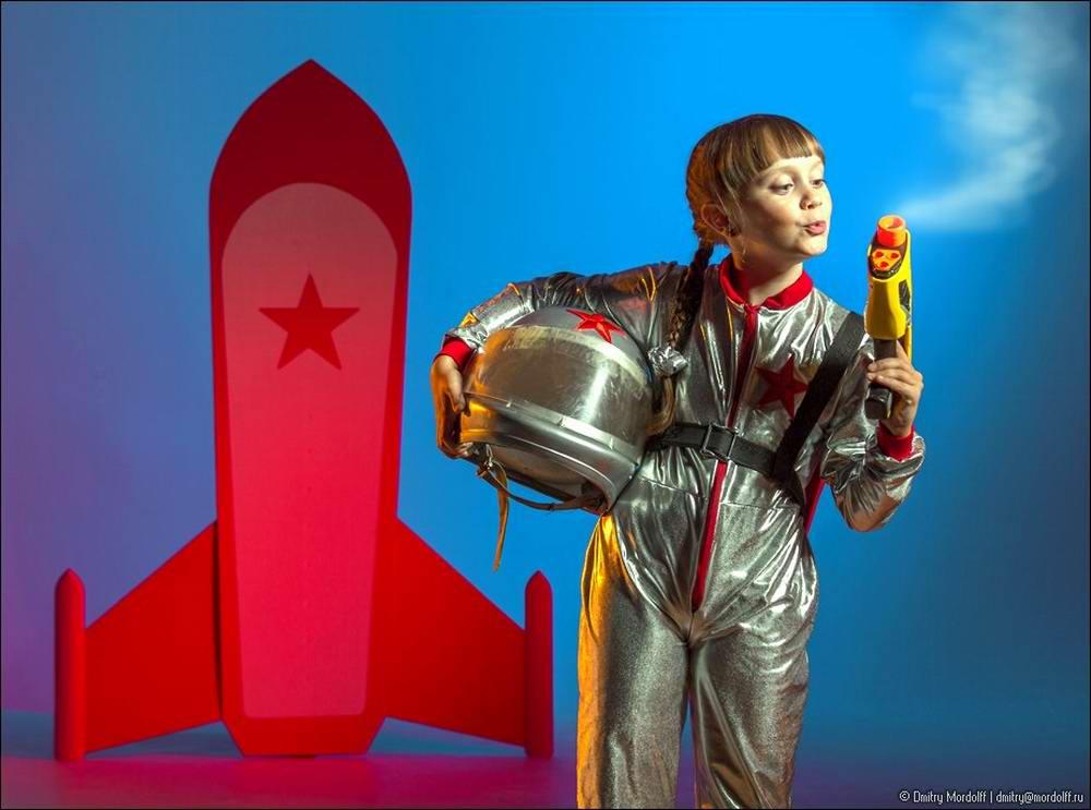 Дети на снимках из серии Люди мужественных профессий: полицейские и космонавты (19)
