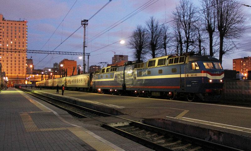 ЧС7-051 с поездом 661 на Рижском вокзале