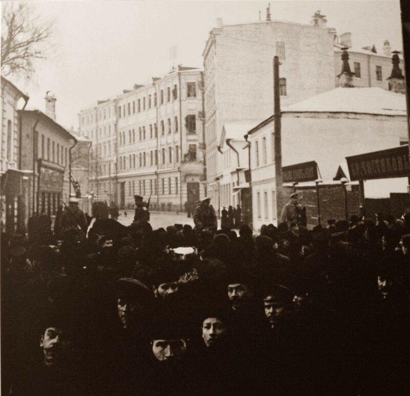 Лобковский и Мыльников переулки у дома Фидлера 10 декабря 1905 Шухов