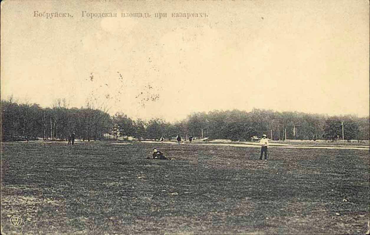 Городская площадь при казармах