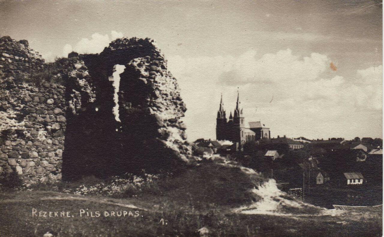 Руины и собор