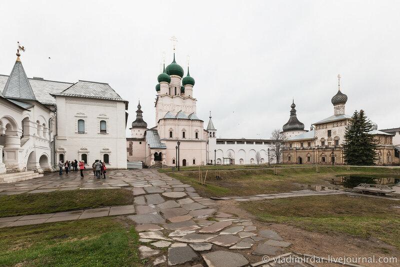 Церковь Иоанна Богослова и Церковь Одигитрии. Ростовский кремль.