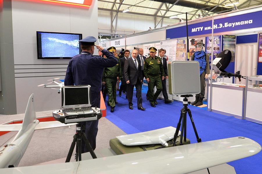 Путин на Армии-2015.png