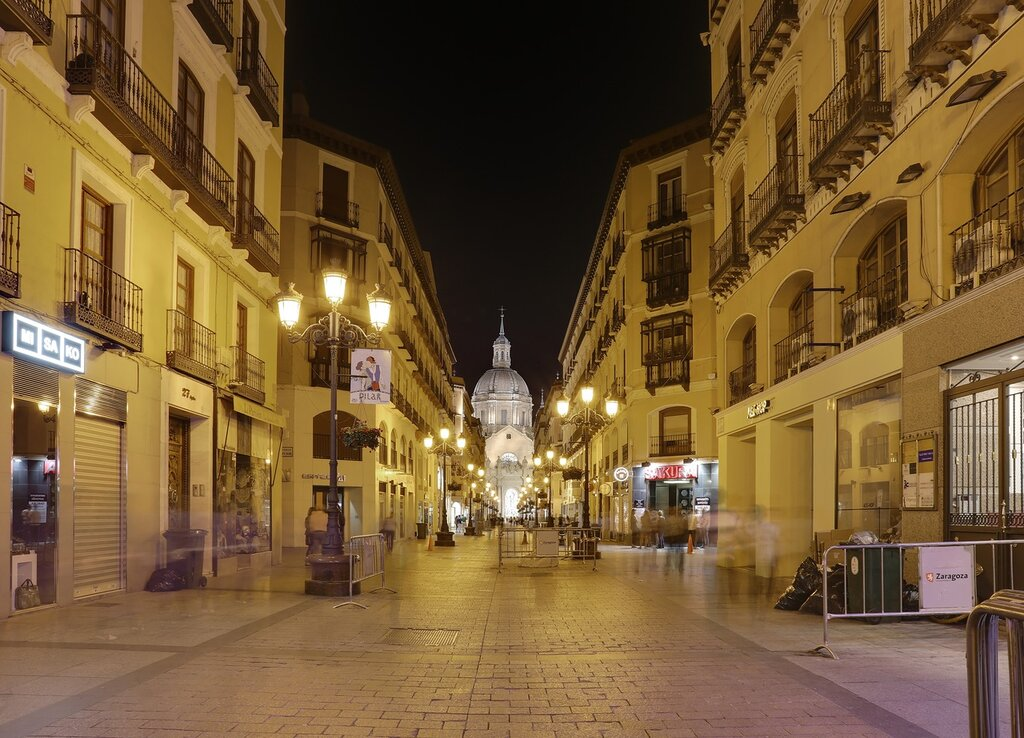 Zaragoza. Street Alfonso I at night.