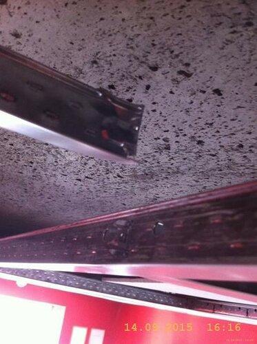 Пришлось разломать несущую потолочную арматуру