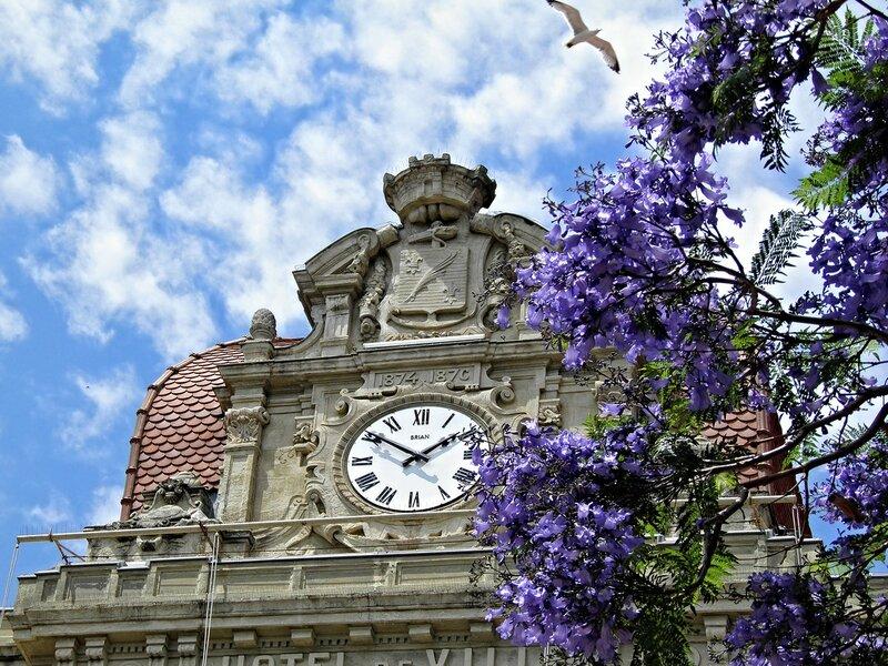 Часы у мэрии в Каннах