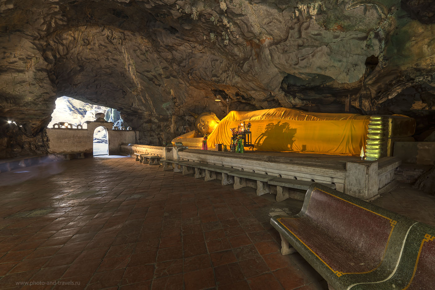 Фото 17. Лежащий Будда в пещере Тхам Луанг Кейв в окрестностях Хуахин. Поездка в Таиланд дикарем