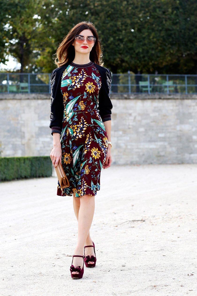 платье до колена с принтом, уличная мода Парижа 2015
