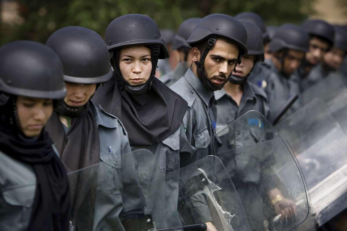 Афганские женщины из спецподразделений МВД Афганистана: картинки из жизни (20)