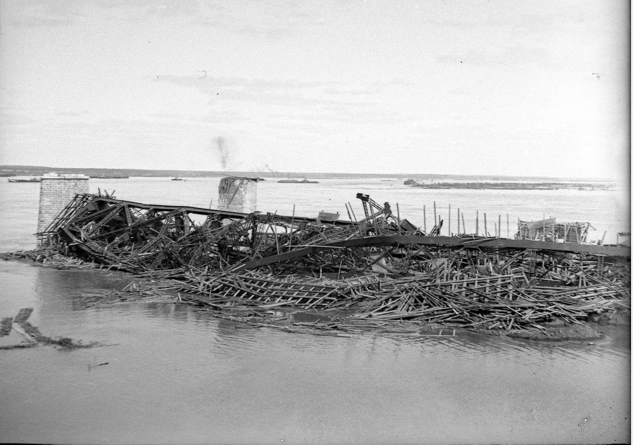 Авария на строительстве Романовского моста.  (1912)