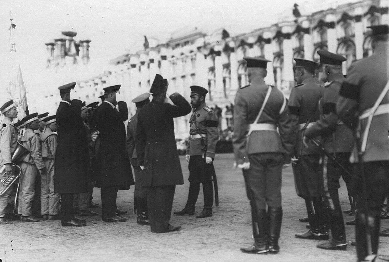 03. Император Николай II принимает рапорт командира