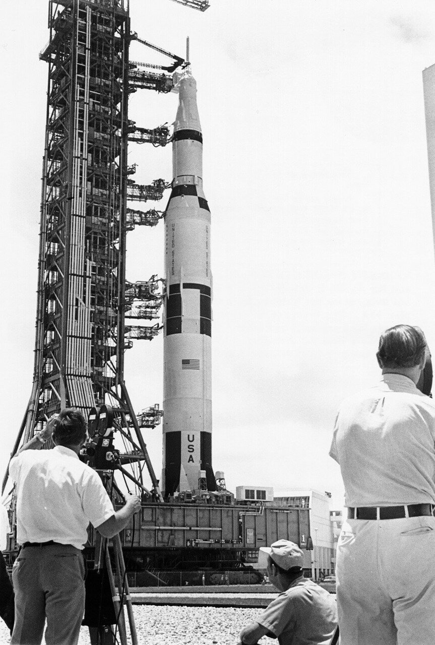 1969. Предстартовый отсчет приостанавливался один раз на 3 часа 18 минут, в течение которых техники отремонтировали один из подтекавших топливных клапанов