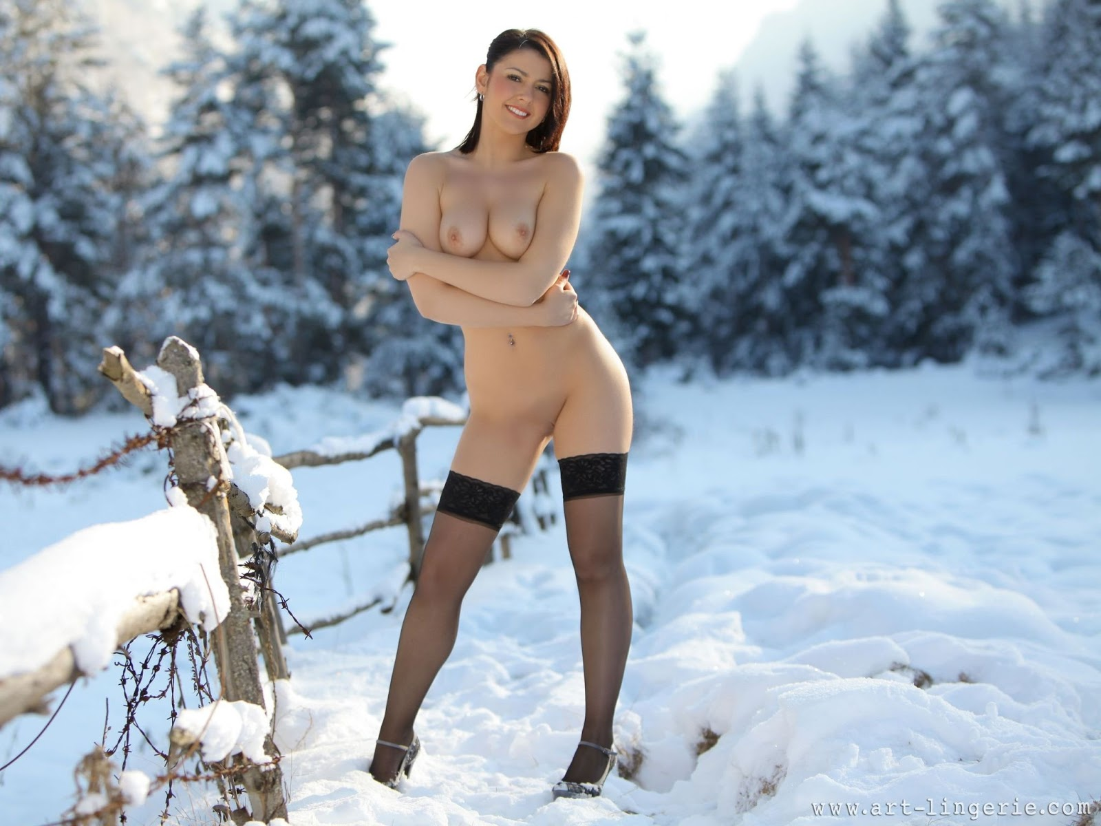 обнаженные на снегу фото