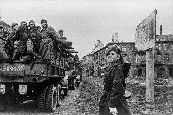 Марк Редькин. На Берлин! Германия, 1945.jpg
