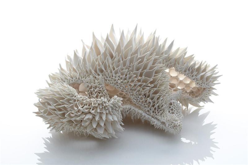 Ее коллекция фарфоровых скульптур сочетает в себе филигранную работу и фантазию. Арт-проект художниц