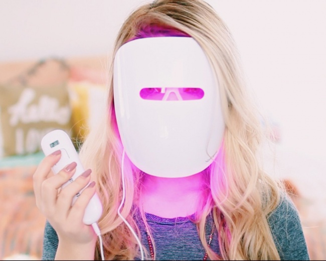 © twitter.com  Эта волшебная маска избавит вас отнепосредственного нанесения масок налицо .