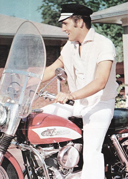 Элвис Пресли на Harley-Davidson на съемках Clambake. 1967 год