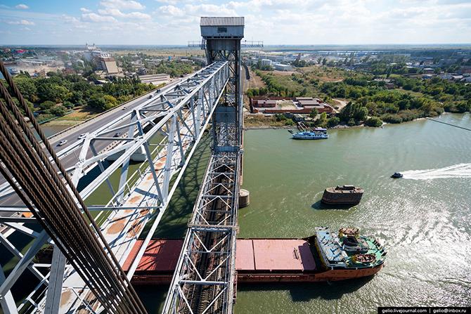 И только в 1952 году, почти одновременно с открытием судоходного Волго-Донского канала, был сдан в э