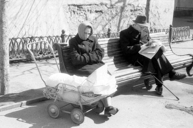 88723 Сретенский бульвар. Бабушка с внуком.jpg