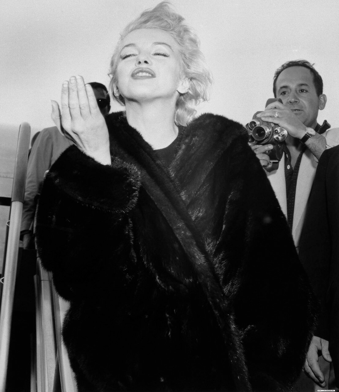 Marilyn Monroe Throws A Kiss At Airport