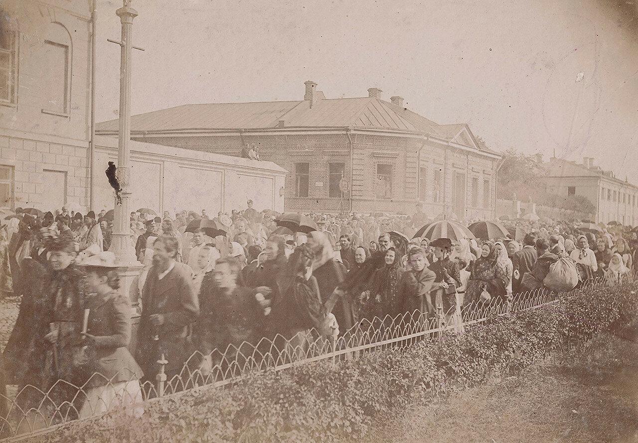 572. Крестный ход по Волхонке (1890-е гг.)