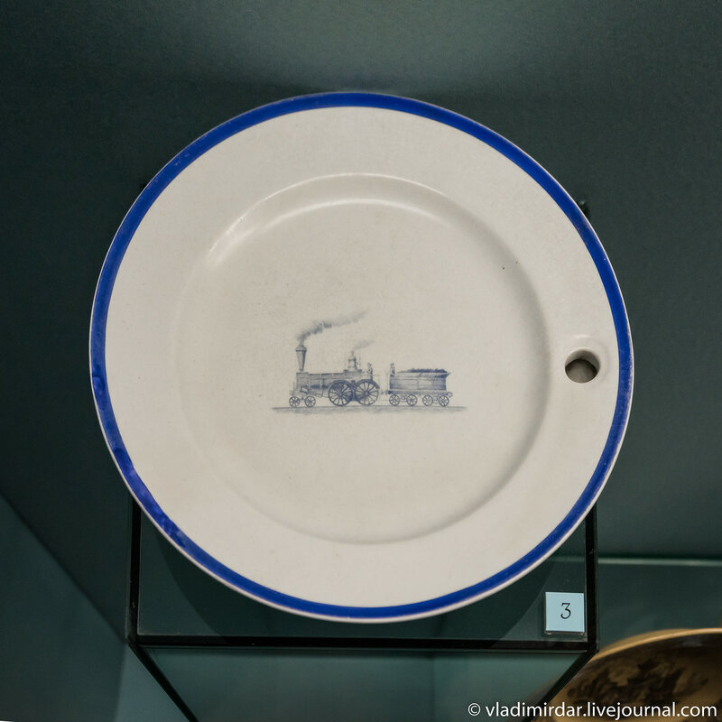 Тарелка-грелка с изображением паровоза и вагонетки с углем. Англия. Стаффордшир.