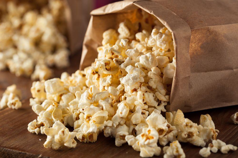 12. Попкорн для микроволновки Яд: диацетил, который содержится в ароматизаторах, придающих попкорну