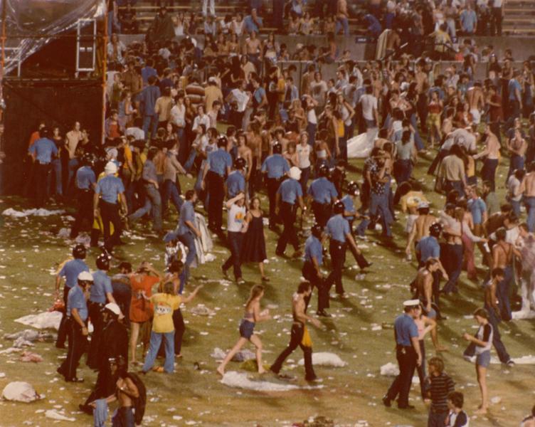 1977-06-03_riot-4.jpg