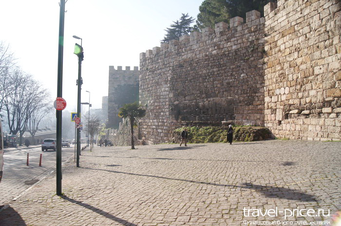 стены Бурсы