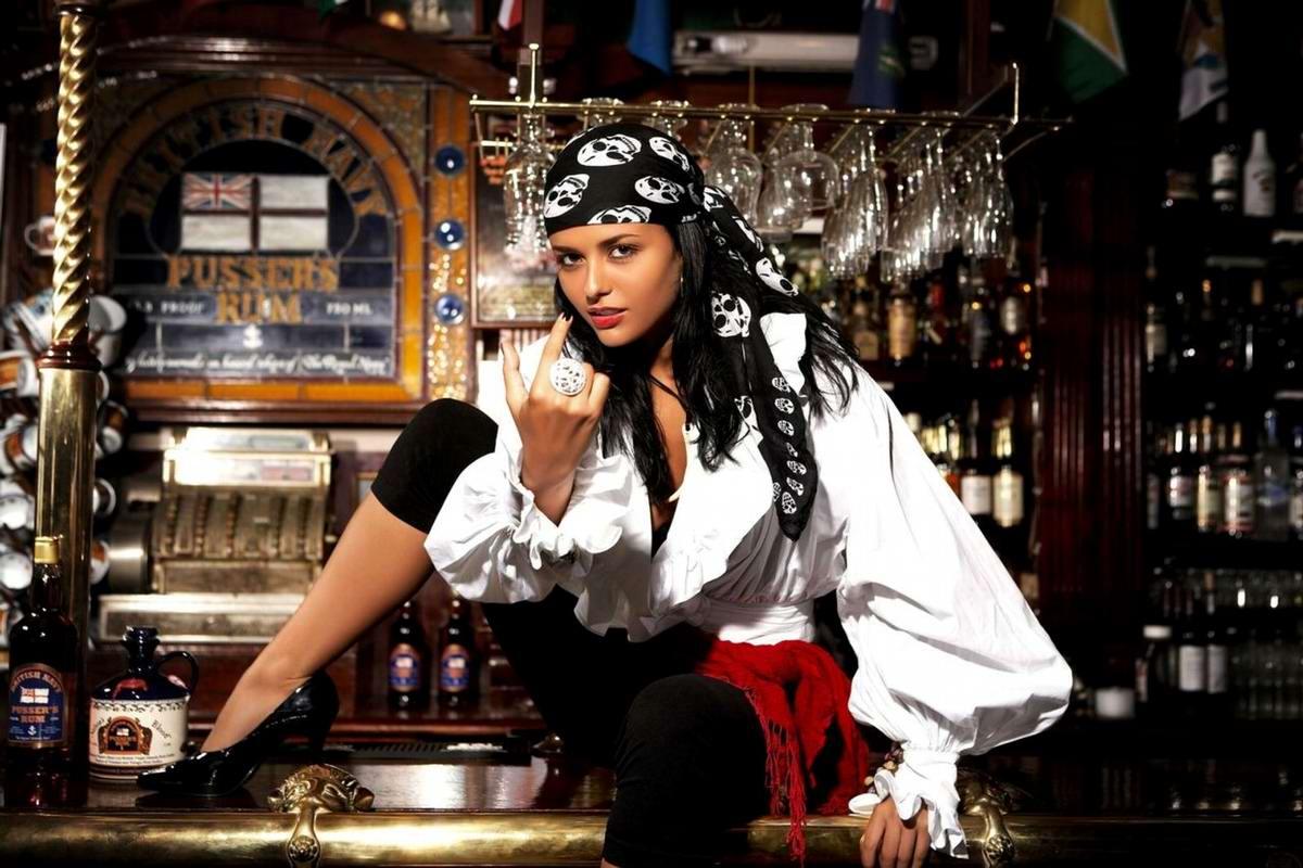Пиратка из британского бара