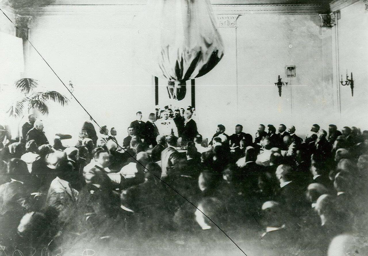 Выступление оратора на предвыборном собрании по выборам депутатов во Вторую Государственную думу