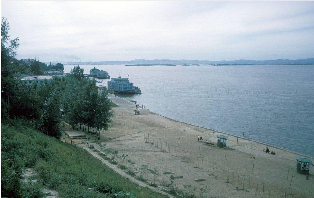 Хабаровск. Панорамный вид пляжа на реке Амур