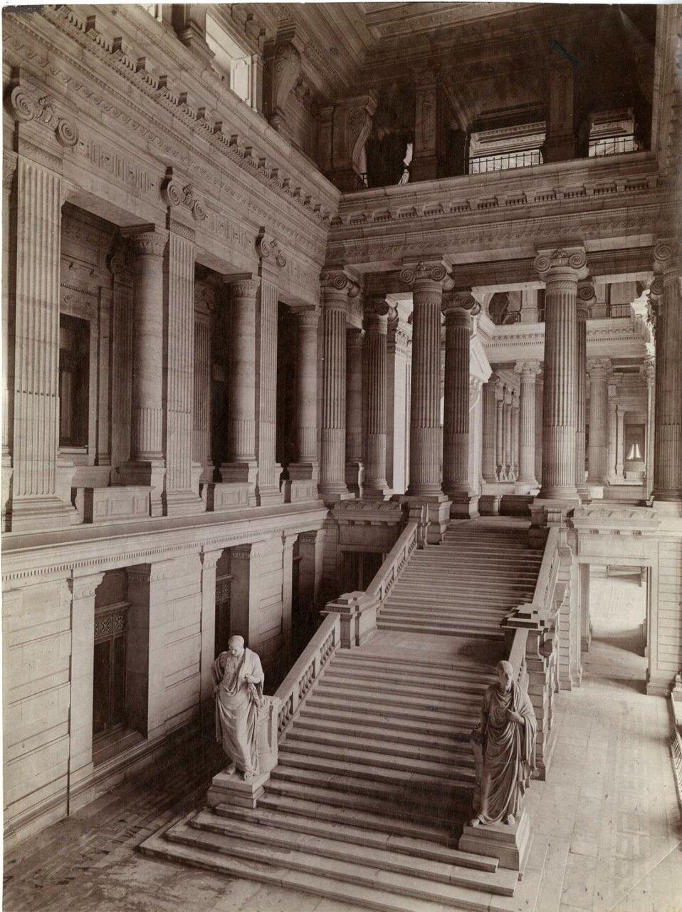 Здание суда. Интерьер