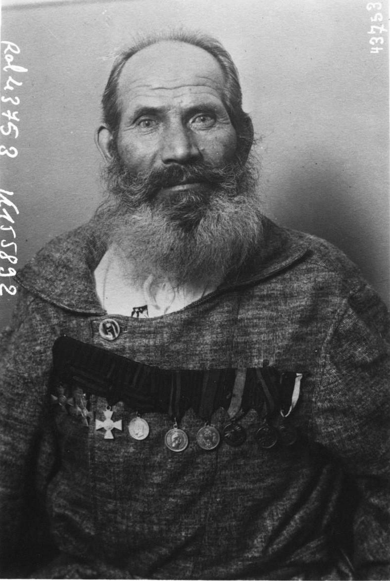 Казак Фруханов, 62-х лет, старейший солдат доброволец русской армии
