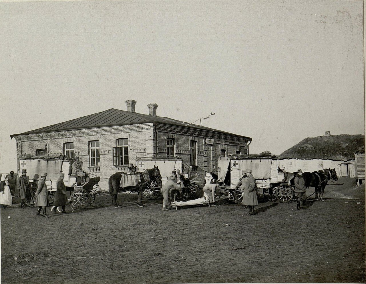 Острожец. Прибытие раненых в полевой госпиталь 28 ноября 1915