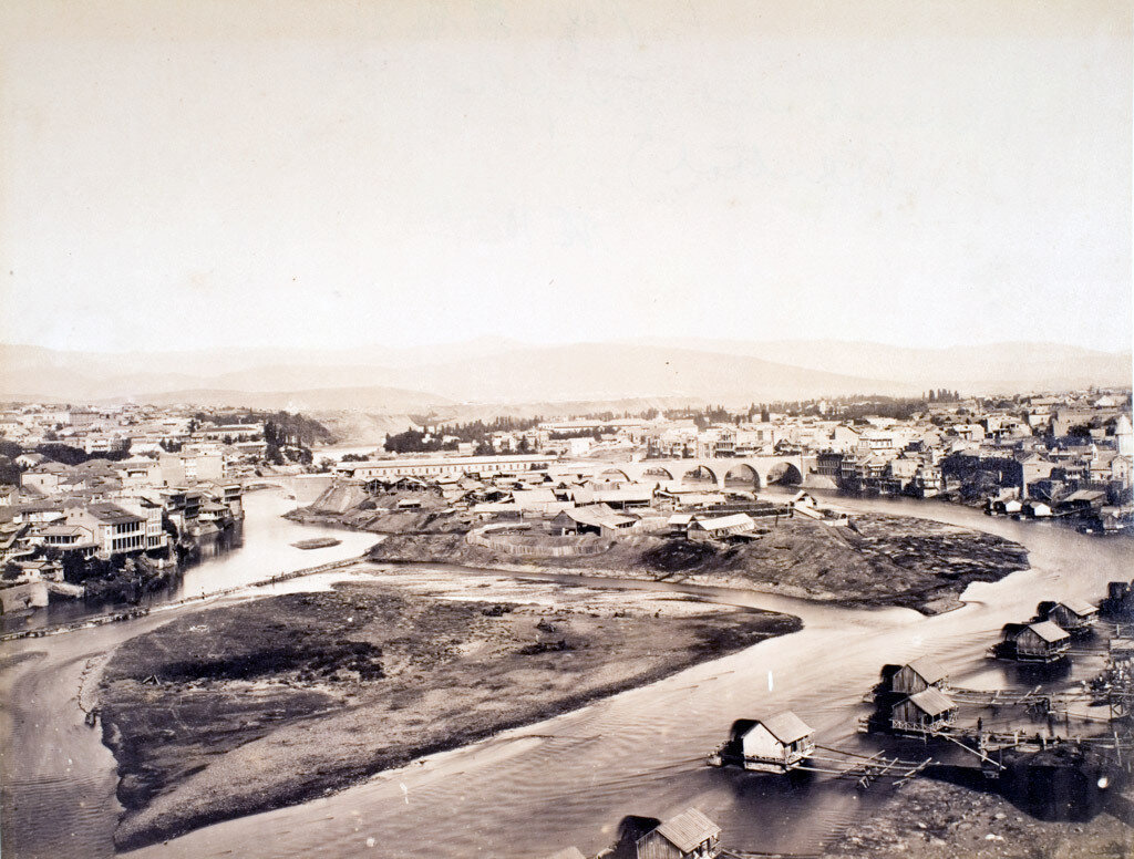 43. Тбилиси. Панорама города с водяными мельницами на реке Куре